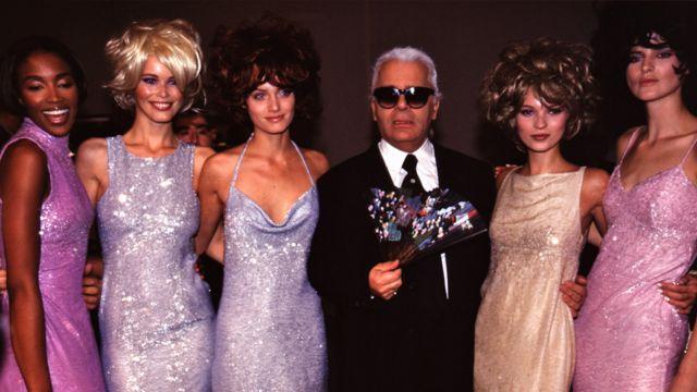 Теннант (справа) с Карлом Лагерфельдом и моделями Нони Кэмпбелл, Клаудиа Шиффер и Кейт Мосс
