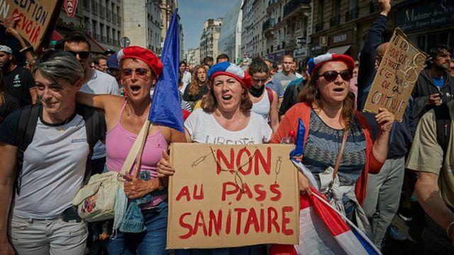 Cumartesi günü, son önlemleri protesto için sokağa 100 bin kişinin çıktığı değerlendiriliyor.