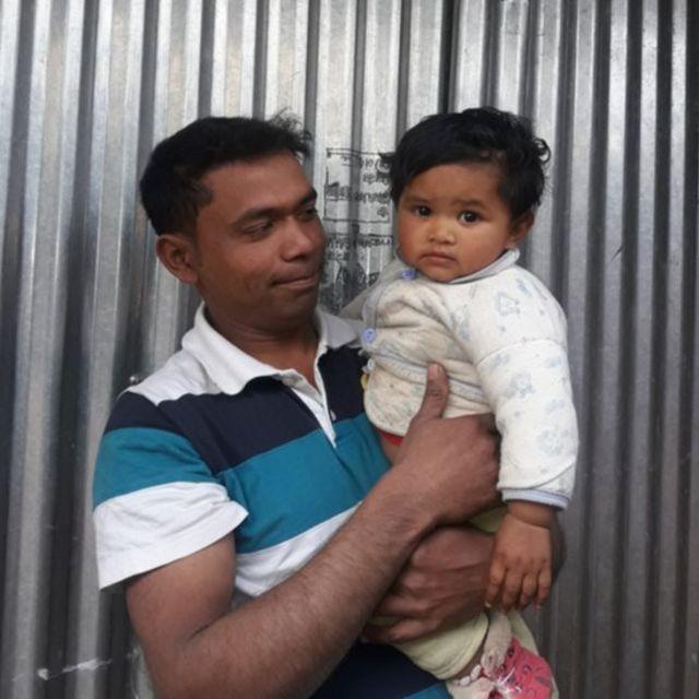 आमिर हुसेन अपनी बेटी के साथ