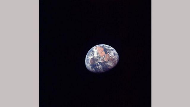 Удаляющаяся планета Земля