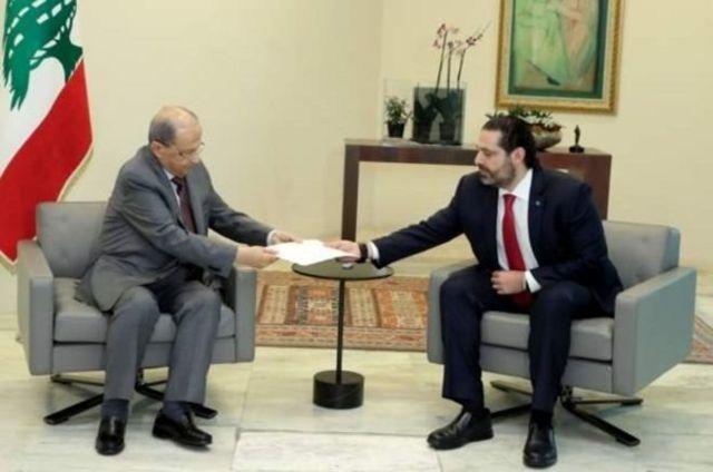 سعد حریری، نخست وزیر (سمت راست) استعفای خود را به میشل عون، رئیس جمهور ارائه کرد