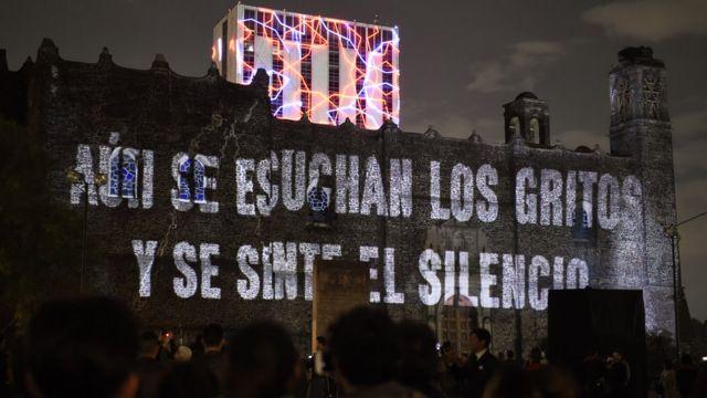 Presentación en la plaza de Tlatelolco, Ciudad de México, de una serie de televisión sobre el movimiento estudiantil de 1968 y la masacre..