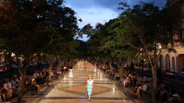 Models present creations by German designer Karl Lagerfeld as part of im latest inter-seasonal Cruise collection for fashion house Chanel for di Paseo del Prado street inside Havana, Cuba, May 3, 2016.