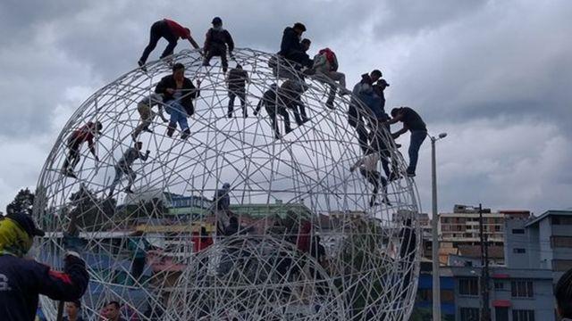 El parque del Arbolito fue el primer escenario de conflicto en una Quito sin presidente.