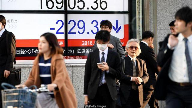 Pessoas na rua no Japão