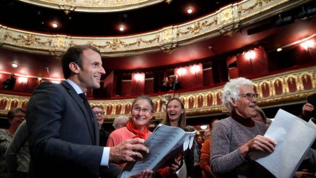 امانوئل مکرون، رئیسجمهوری فرانسه در تمرین اپرا در پاریس