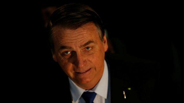 Bolsonaro aparece sorrindo em foto clicada de cima
