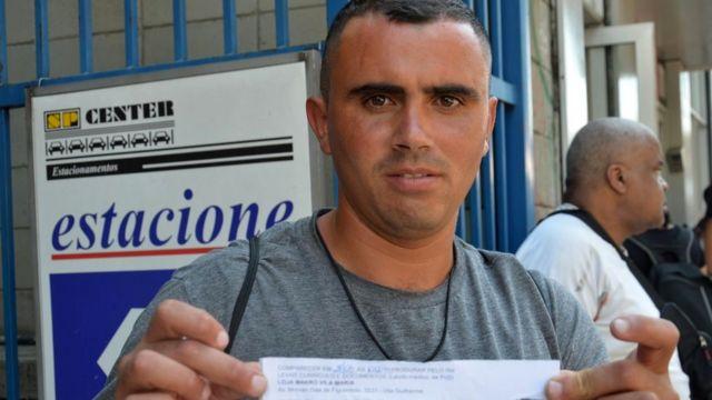 Julio Cesar Macedo, de 32 anos, após sair do Mutirão do Emprego