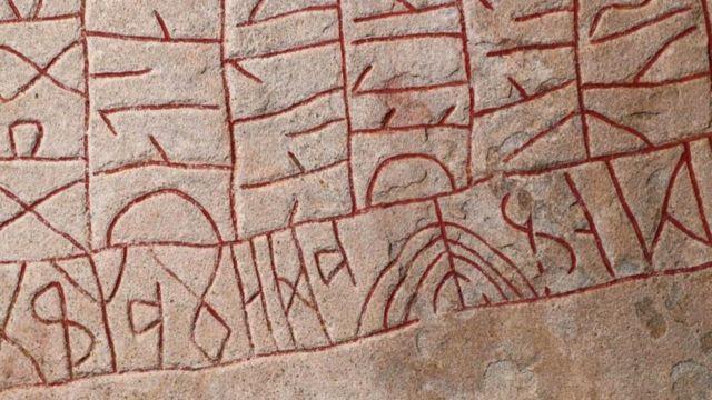 A forma de um alfabeto (como os fortes riscos dos caracteres das runas) pode nos ensinar mais sobre a cultura de um povo do que a língua falada