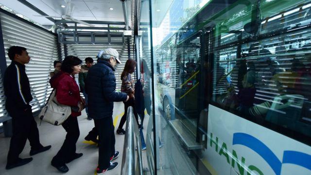 BRT được cho là hiện đại, với hệ thống nhà chờ thuận tiện.