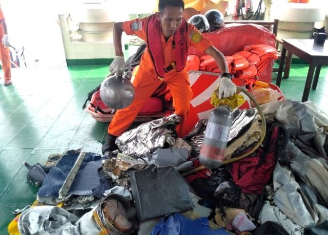 A handout photo made available by the Indonesian Search and Rescue (Basarnas) shows an Indonesian rescuer evacuating parts from a crashed Lion Air passenger plane in waters off Tanjung Karawang, West Java, Indonesia, 29 October 2018
