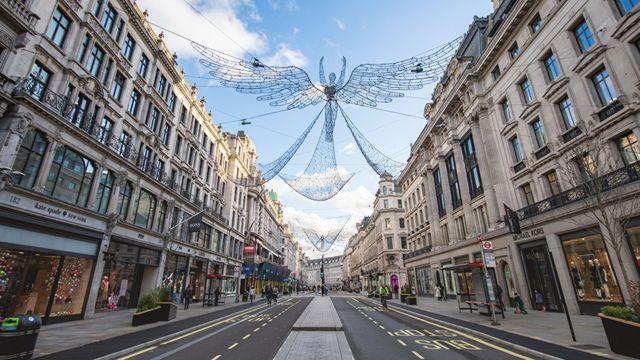 London's Oxford Street is eerily deserted on 21 December 2020