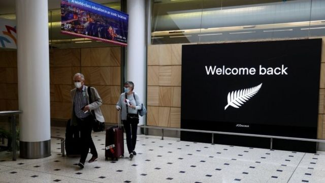 Travelers coming to Australia