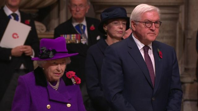 Remembrance Day: Queen at special Westminster Abbey service
