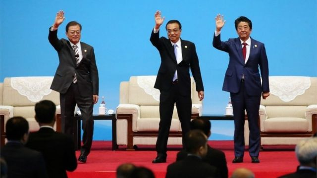 三國領導人揮手