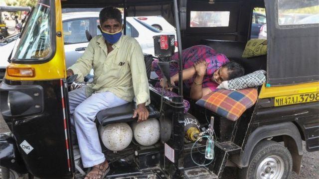 भारत में राजधानी दिल्ली में सबसे अच्छी स्वास्थ्य सेवाएं हैं लेकिन यहां भी 99% आईसीयू बेड भर चुके हैं