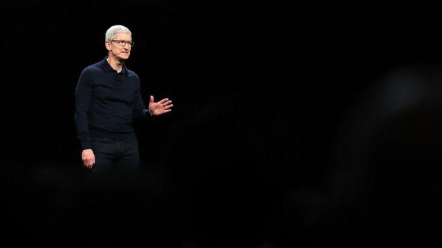 Глава Apple Тим Кук заявил, что не представлял себе, сколько времени проводит, глядя на экран своего айфона