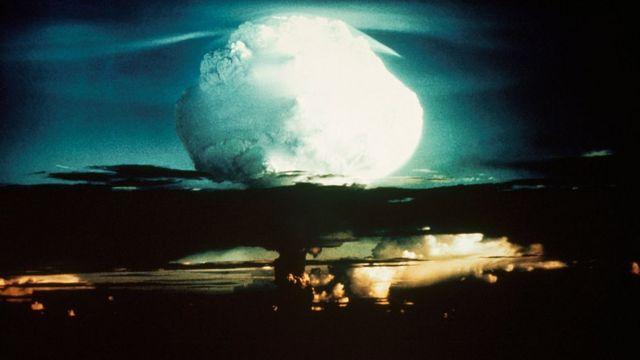 Explosión Ive Mke en la isla de Elugelab en el Océano Pacífico