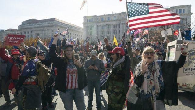 Gran parte de los asistentes a la manifestación no usaban mascarillas.