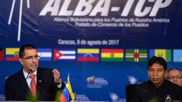 El canciller de Venezuela, Jorge Arreaza, junto a su homólogo de Bolivia, David Choquehuanca.