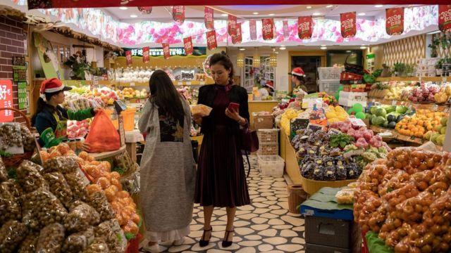 китаянки в магазине