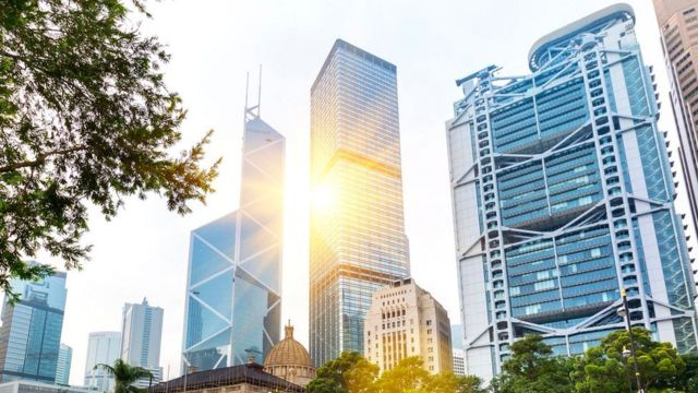 Рассказывают, что между небоскребом Bank of China и зданием банка HSBC случилась целая фэншуйная битва