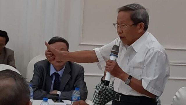 Thiếu tướng Lê Văn Cương phát biểu tại cuộc gặp