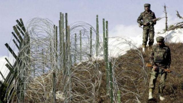 কাশ্মীরের মাঝখান দিয়ে ভারত-পাকিস্তান নিয়ন্ত্রণ রেখা বা এল ও সি