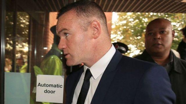 Rooney ashitse muri sentare ya Stockport
