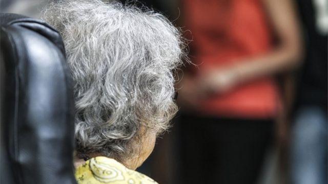 一位患有早期阿尔茨海默症的老太太(资料图片)