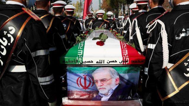 Chính phủ Iran đưa ra các cách lý giải mâu thuẫn nhau về việc nhà khoa học đã bị bắn hạ như thế nào