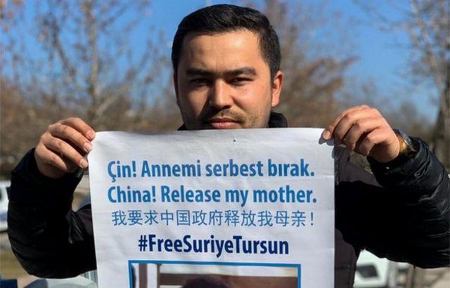 Jevlan Shirmemmet ha protestado públicamente exigiendo la liberación de su madre