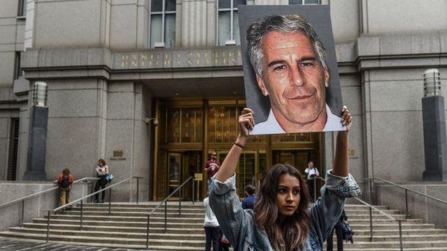 Protesta audiencia caso Epstein.