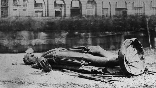 Демонтированная статуя Наполеона в Париже