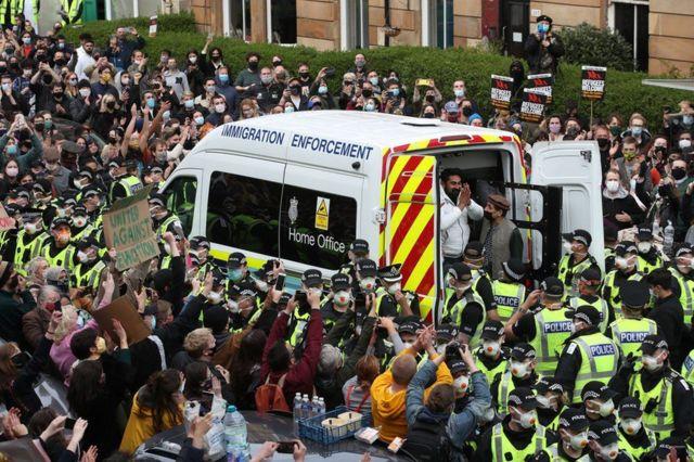 احتجاز مهاجرين في لندن