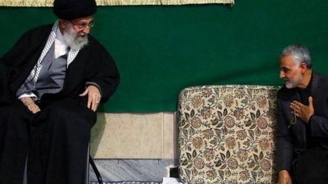"""رهبر ایران بالاترین نشان افتخار را به قاسم سلیمانی اعطا و او را """"شهید زنده"""" خوانده بود"""