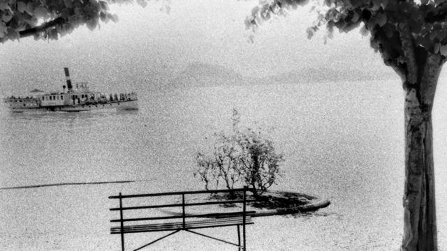 پانی میں کشتی