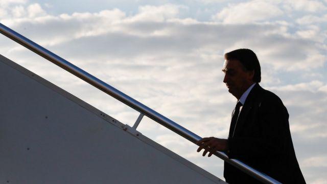 Presidente da República Jair Bolsonaro, durante embarque no aeroporto de Brasília - DF