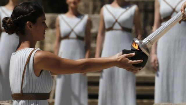 ブラジル・リオデジャネイロで8月に開かれる夏季五輪の聖火が、ギリシャ南部で灯された。