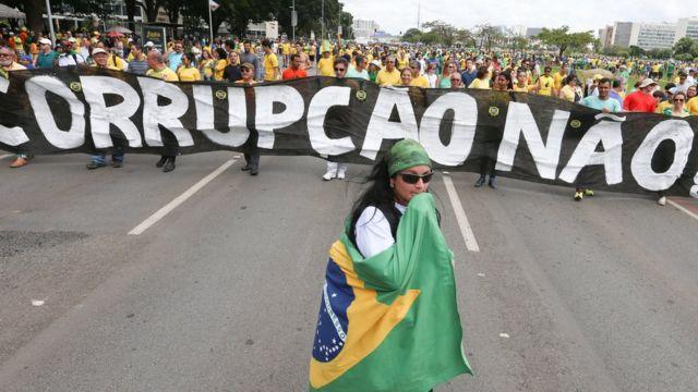 Protesto contra a corrupção em Brasília; 56% dos senadores têm problemas com a Justiça