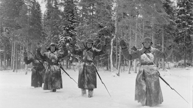 Soldados soviéticos se rendem em Karvia