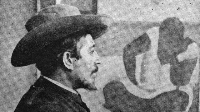 Gauguin mirando su obra