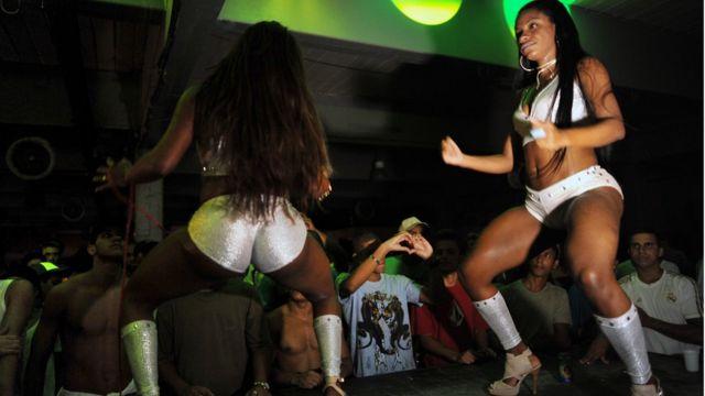 Los bailes funk fueron prohibidos en varias favelas.