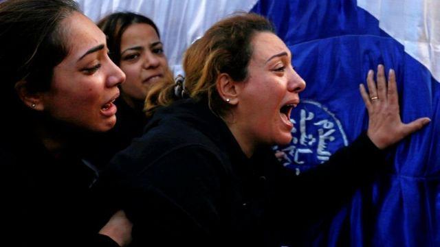 امرأة قبطية تبكي