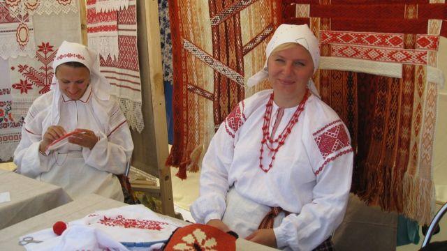 Женщины в вышиванках