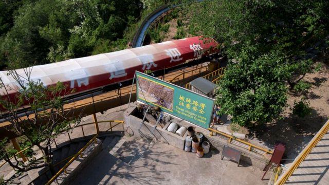 Vista hacia abajo desde la Muralla China.