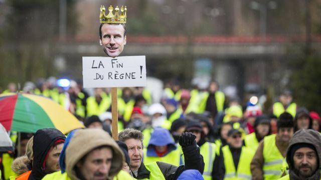 """""""Конец правлению!"""" Протестующие требуют головы Макрона"""