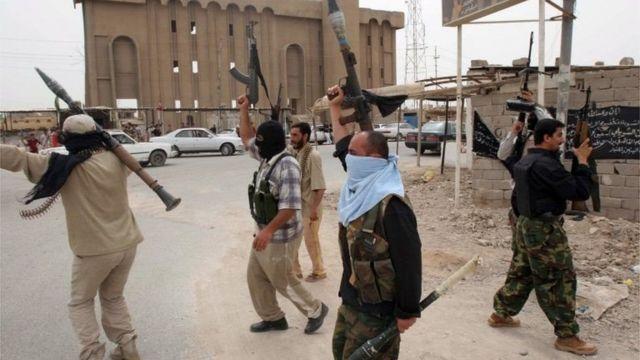 Qaar ka mid ah ciidanka Mahdi ee Al-Sadr
