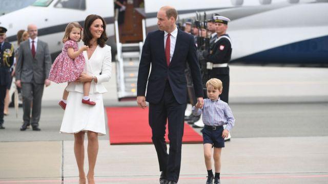 威廉王子、凯特王妃和乔治王子与夏洛特公主
