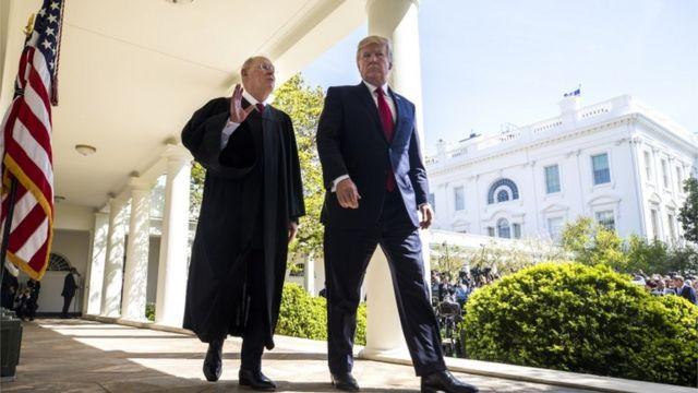 引退を表明したケネディ最高裁判事とトランプ大統領